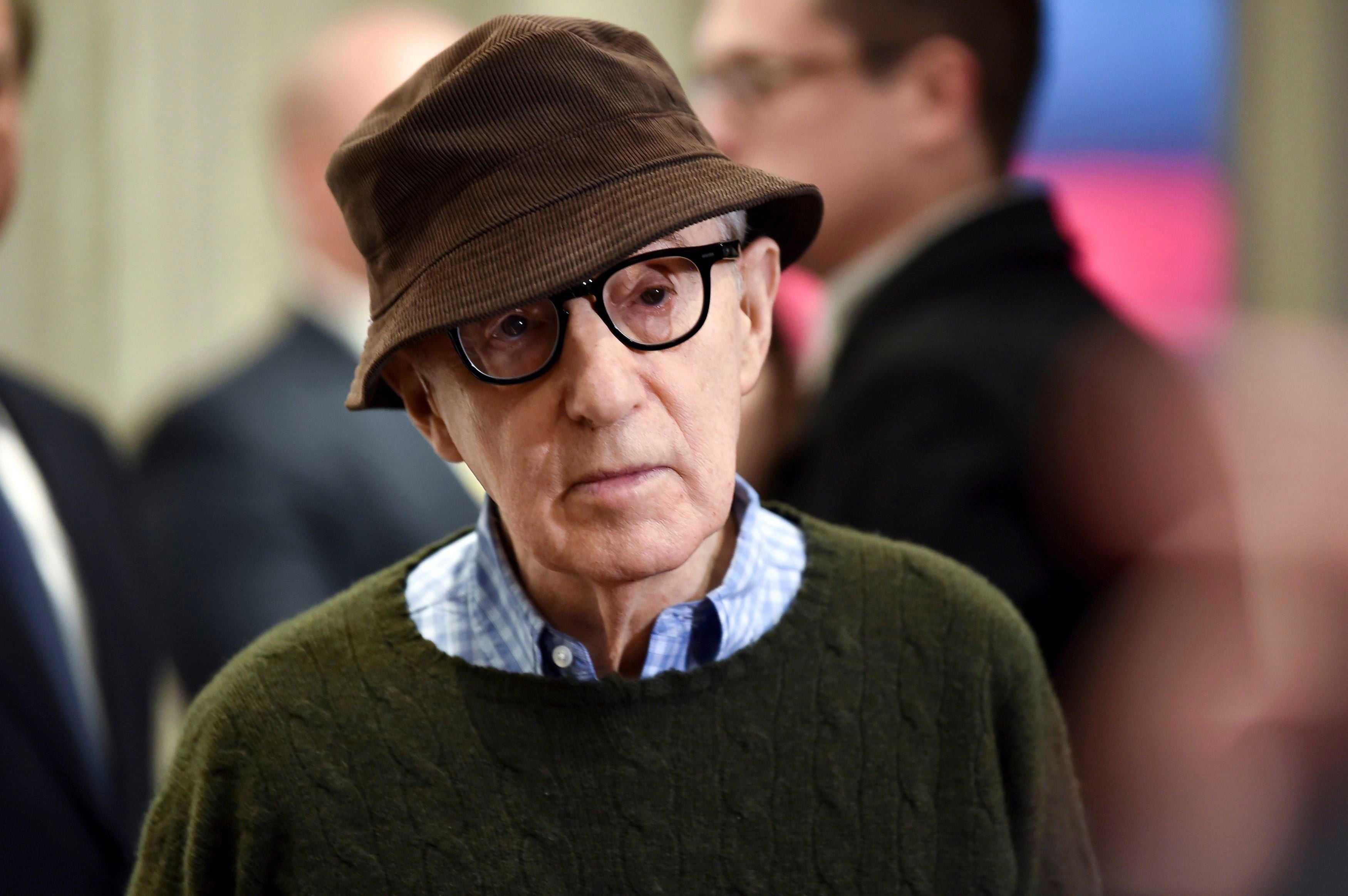 Woody Allen fa causa ad Amazon