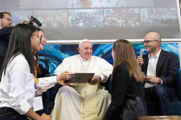 Risultati immagini per Papa Francesco è il primo Pontefice a programmare un'applicazione