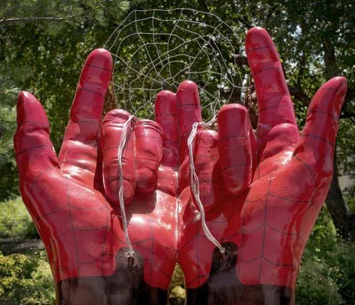 statua di spider-man