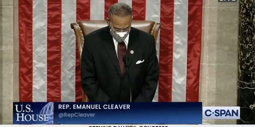 Preghiera si chiude con amen e awoman bufera al Congresso (lqia)