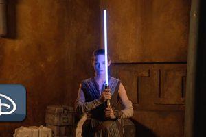 Star Wars, Star Wars: Galactic Starcruiser, spada lasrr