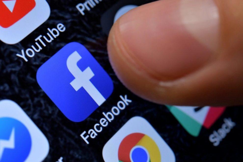 facebook contro apple titolo
