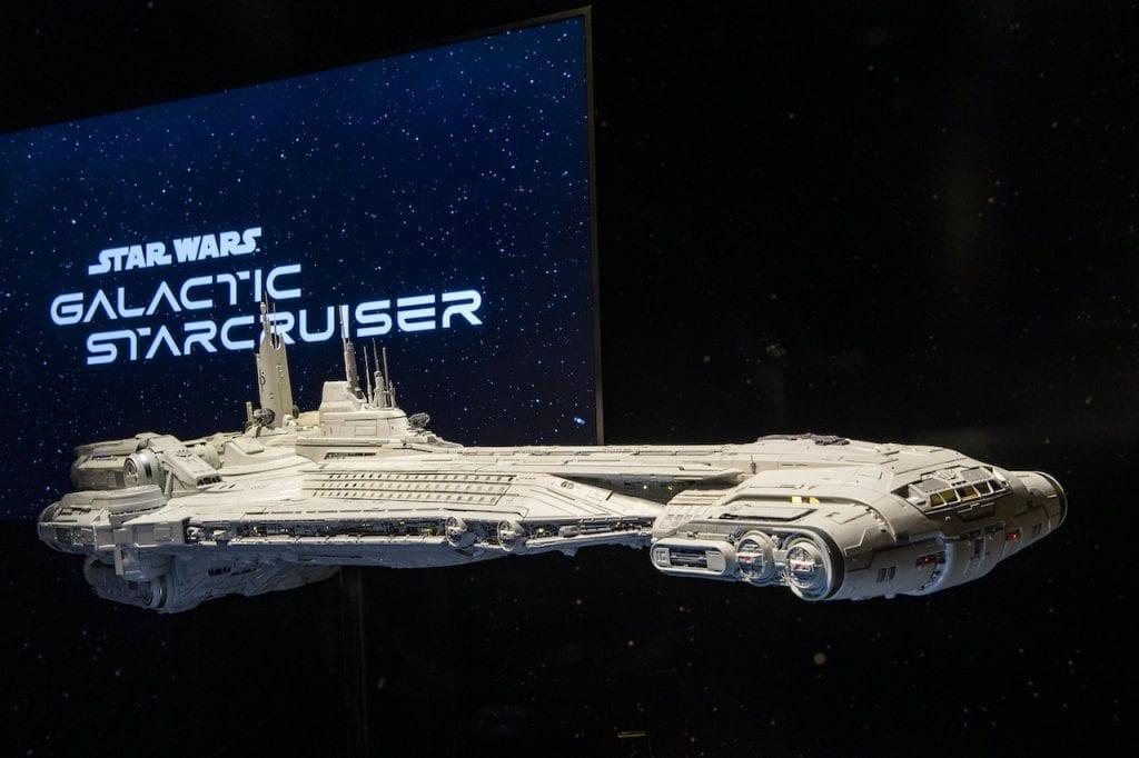 Star Wars, Star Wars Galactic Starcruiser, spada laser