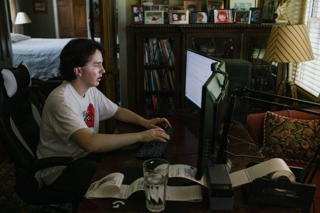 bagarino al computer