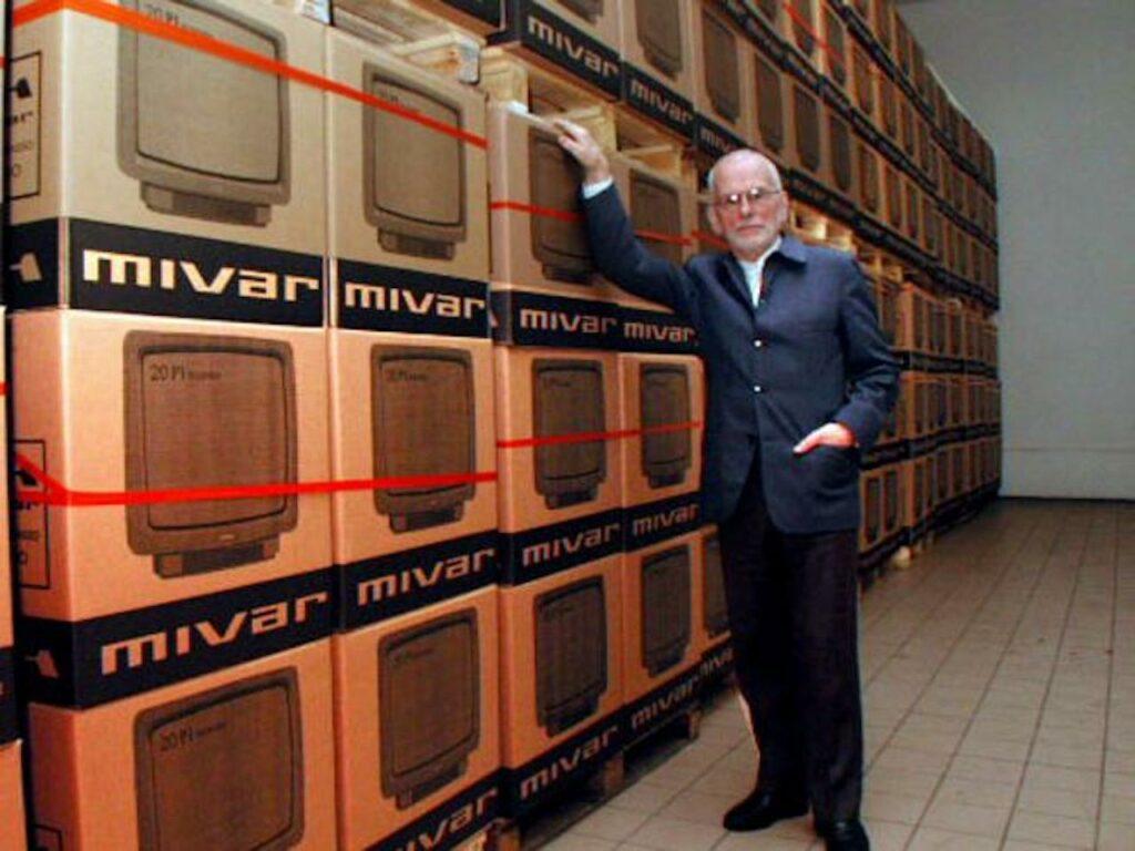 Carlo Vichi con tv Mivar