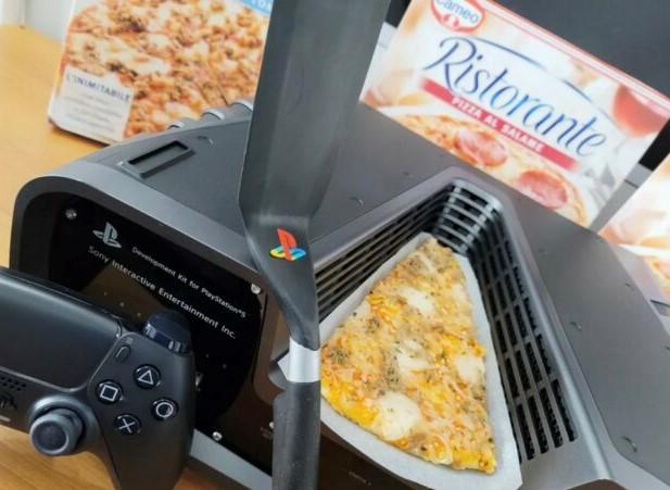 Devkit PS5 e pizza